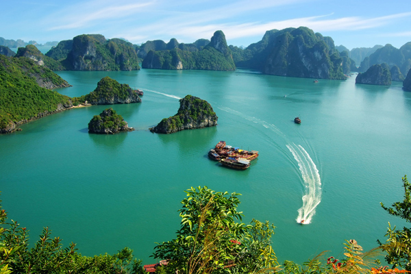 Lily's Ultimate Guide to Medium Budget Halong Bay Tours | Lily's Travel & Tours